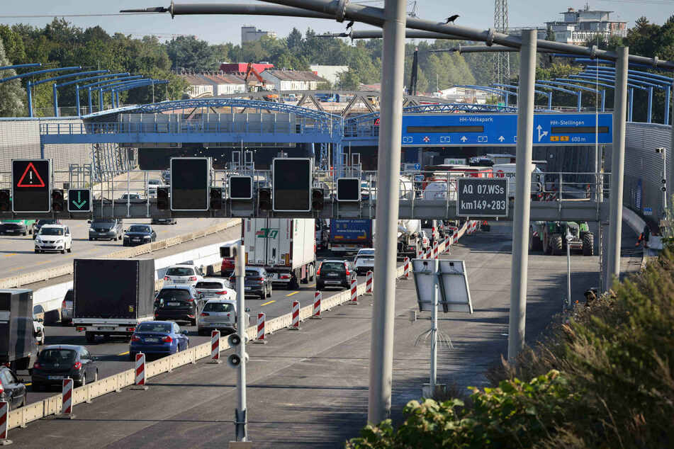 Die A7 im Nordwesten Hamburgs ist seit Freitagabend wegen einer Baustelle voll gesperrt. (Symbolbild)