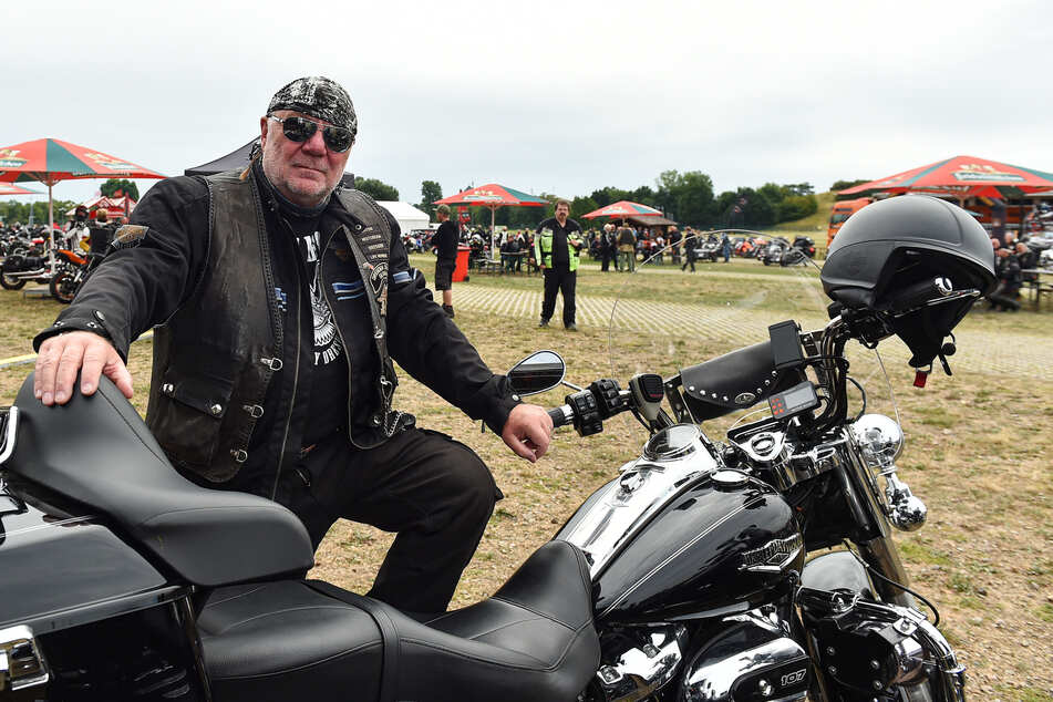 Klaus-Dieter Lindeck (66), vom Harley Chapter Dresden, organisierte die Demo mit.