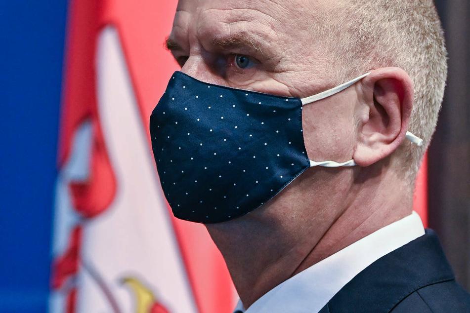 Brandenburgs Ministerpräsident Dietmar Woidke (59, SPD) hat das Fehlen einer automatischen Notbremse für Corona-Lockerungen in der Verordnung des Landes gegen wachsende Kritik verteidigt.
