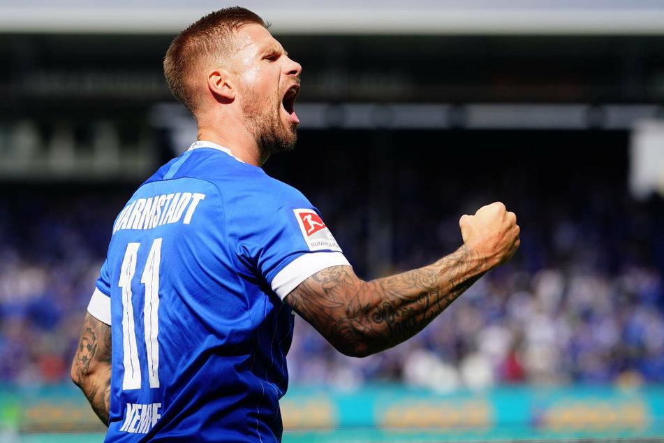 Tobias Kempe bejubelt seinen Treffer zum 1:0 für den SV Darmstadt 98. Im ersten Startelfeinsatz dieser Saison war der 32-Jährige bis zu seiner Auswechslung in der 61. Minute einer der großen Aktivposten.