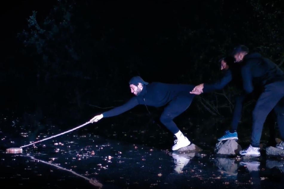 Davide Tolone (21) angelt nach dem Penis-Bild im Baggersee.