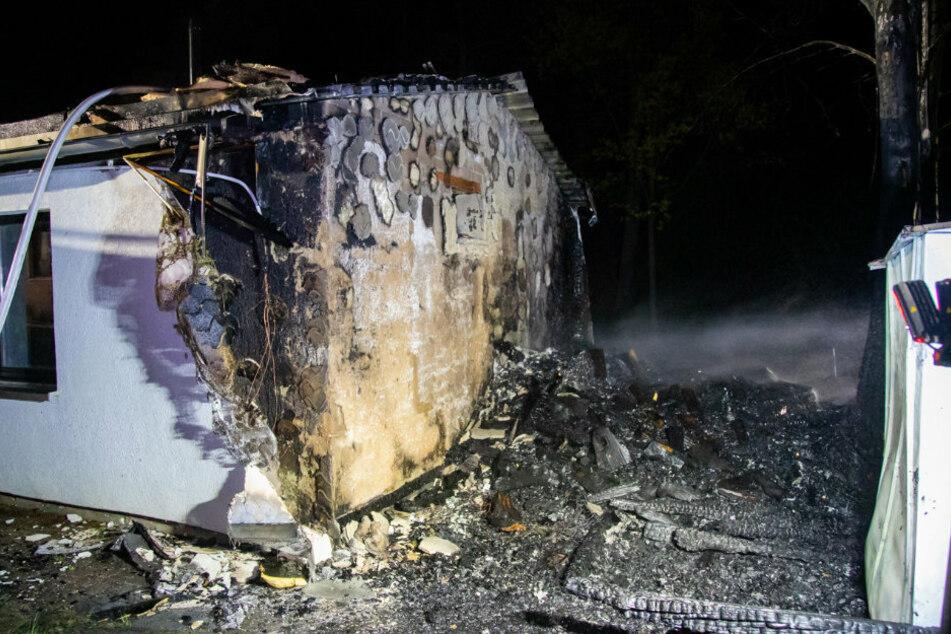 Ein Blick auf die Seite des Jugendhauses, nachdem das Feuer gelöscht wurde.