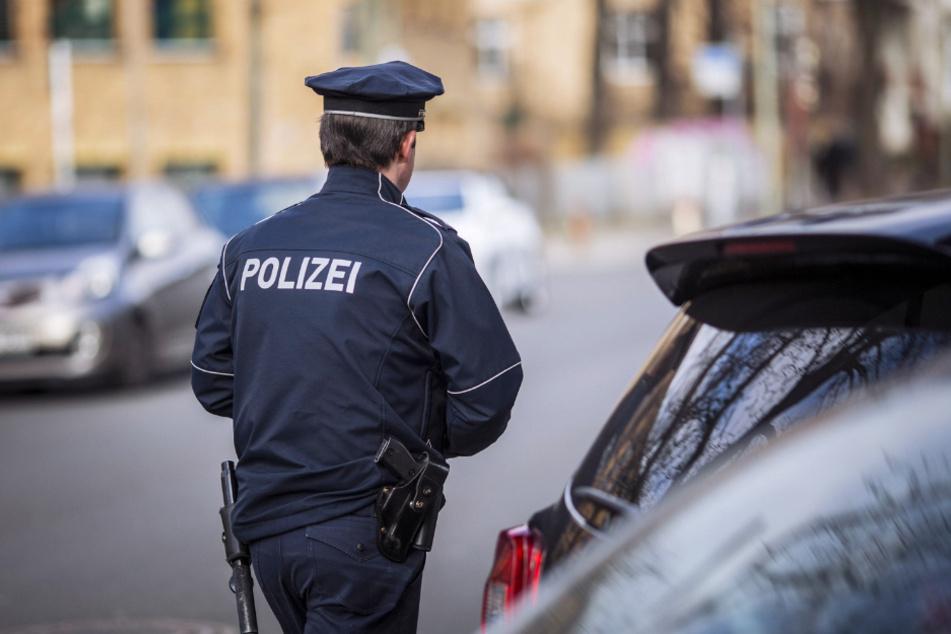 Schon wieder Überstunden - der Krankenstand bei Sachsens Polizei ist besonders hoch.