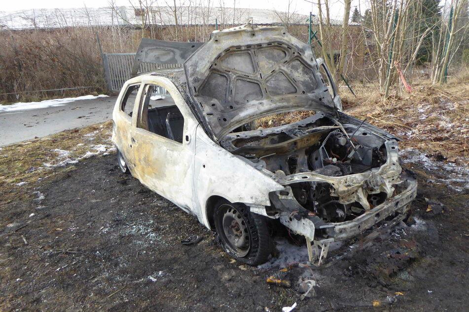 Brandstiftung im Vogtland! Auto geht in Flammen auf