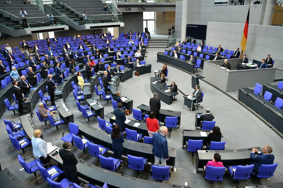 Abstimmung bei der Sondersitzung des Deutschen Bundestages zur geplanten Absenkung der Mehrwertsteuer ab dem 1. Juli.