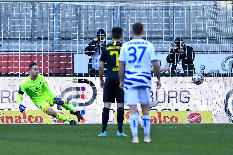 Moritz Stoppelkamp nutzt die einzige richtige Chance für den MSV und verwandelt den Foul-Elfmeter zum 1:0-Siegtreffer.