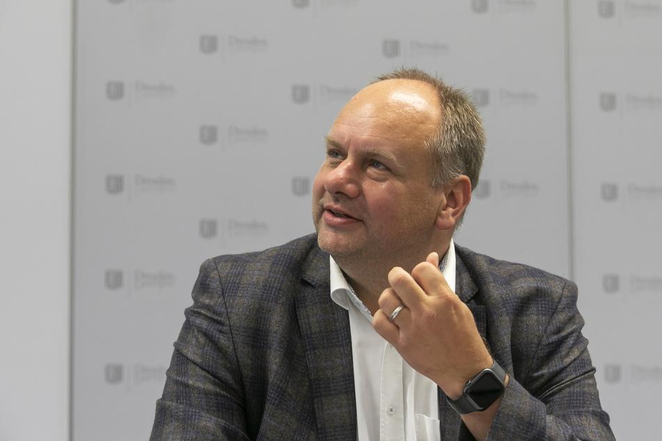 OB Dirk Hilbert (49, FDP) muss die Ausgaben-Wünsche der Räte und den Geldmangel im Rathaus unter einen Hut bringen.