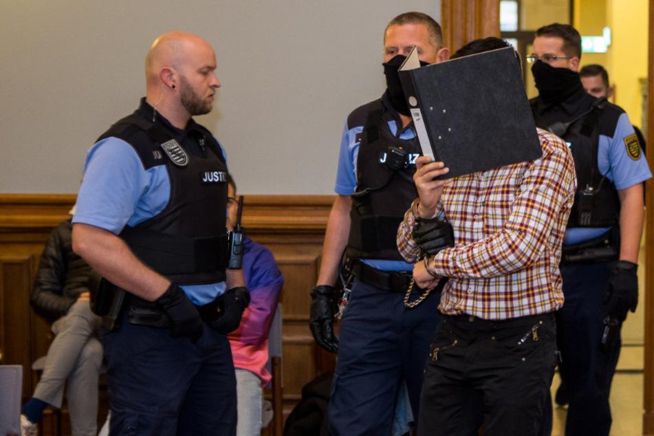 """Junger Mutter aus Rache Schädel eingeschlagen: """"Botschafter Sachsens"""" schweigt vor Gericht"""