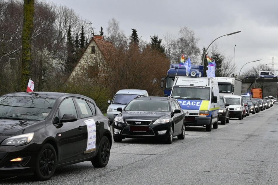 """Die """"Freiheitsfahrer Hamburg"""" demonstrierten am Samstag in Harburg."""