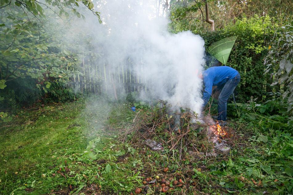 Beim Versuch, Unrat zu entzünden, ist ein 53-Jähriger in Meißen selbst in Flammen aufgegangen und hat sich schwerste Verbrennungen zugezogen. (Symbolbild)