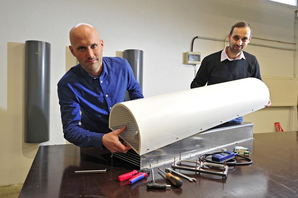 Thomas Berlin (l.) und Rico Schwarzbach sagen Coronaviren den Kampf an.
