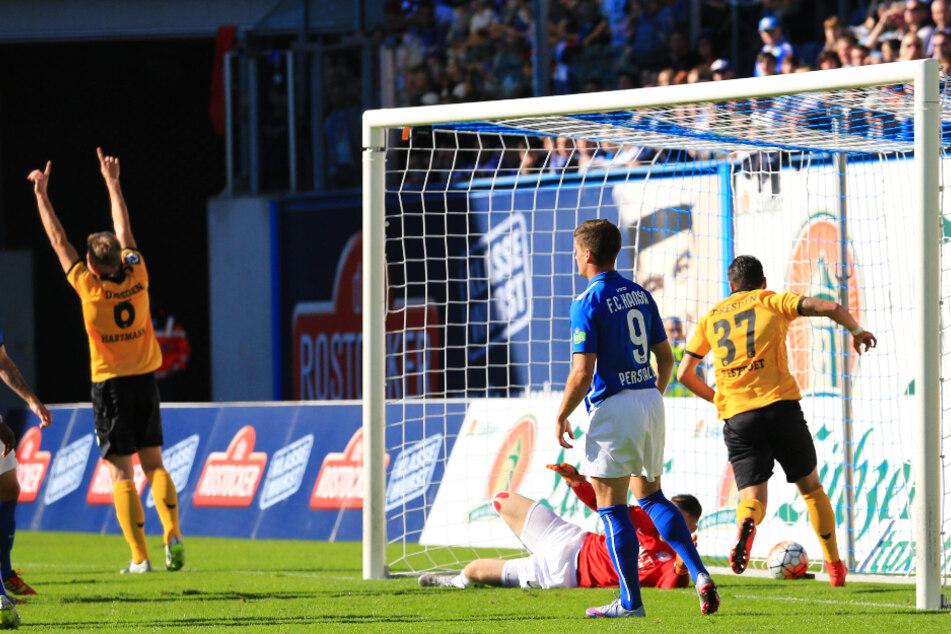 Jubelnd riss Marco Hartmann (32, l.) damals die Arme hoch. Hansa-Keeper Marcel Schuhen hatte gegen seinen Kopfball keine Chance.