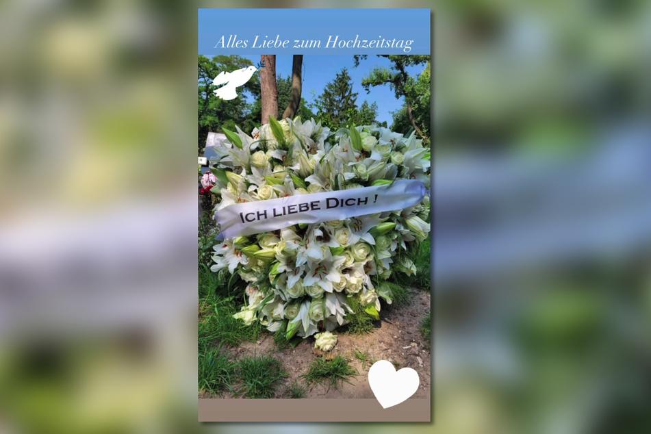 Diesen Strauß Blumen legte Jasmin Herren (42) an ihrem und Willis (†45) Hochzeitstag auf sein Grab.