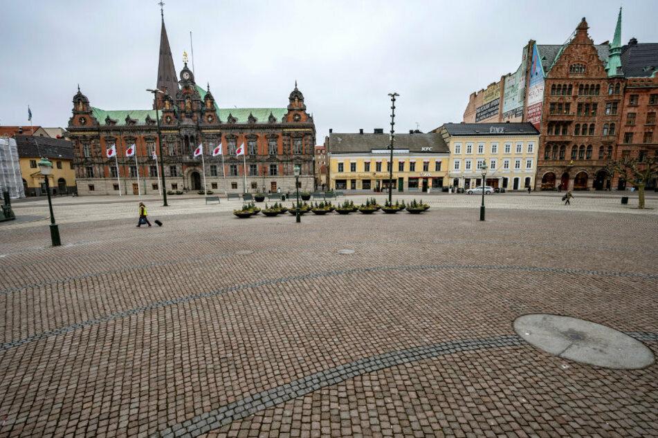 Schweden, Malmö: Ein Blick auf den fast menschenleeren Stortorget-Platz.