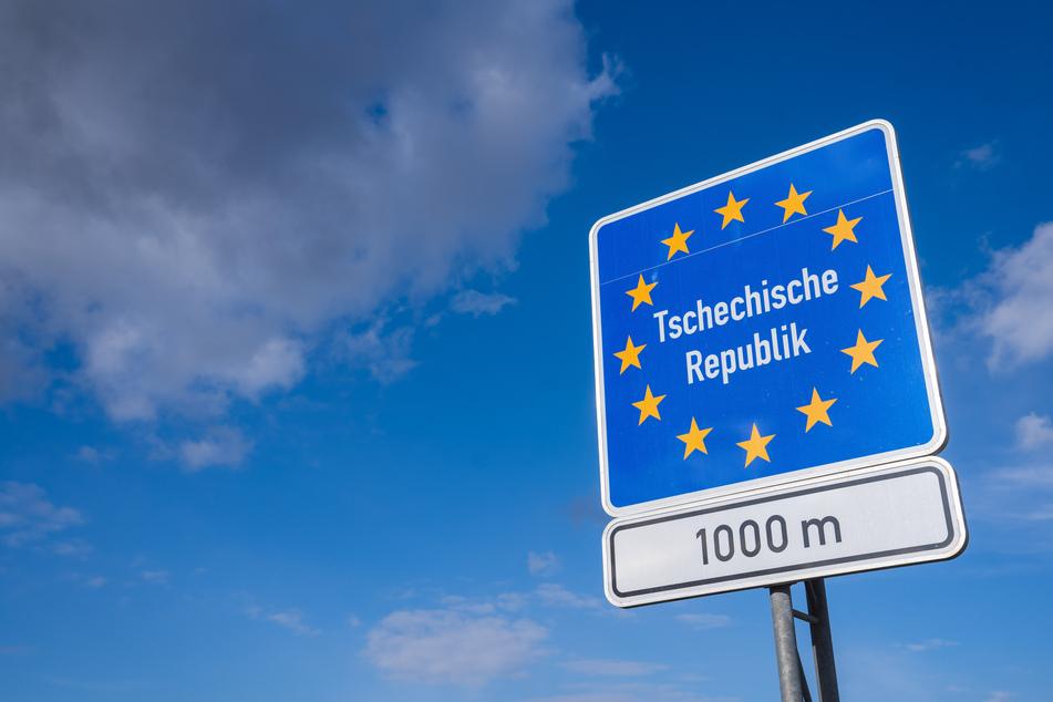 Tschechien hat am Montag seine Grenzen für Urlauber aus EU-Staaten geöffnet.