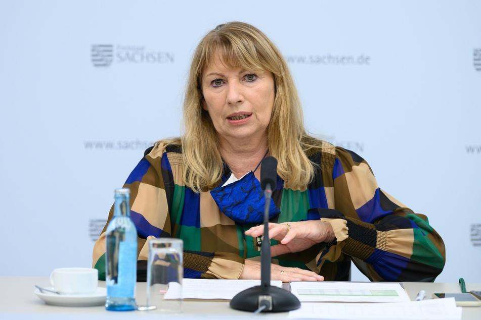 Sachsens Gesundheitsministerin Petra Köpping (62, SPD) stellt die Bürger auf eine längere Pandemie-Phase ein.