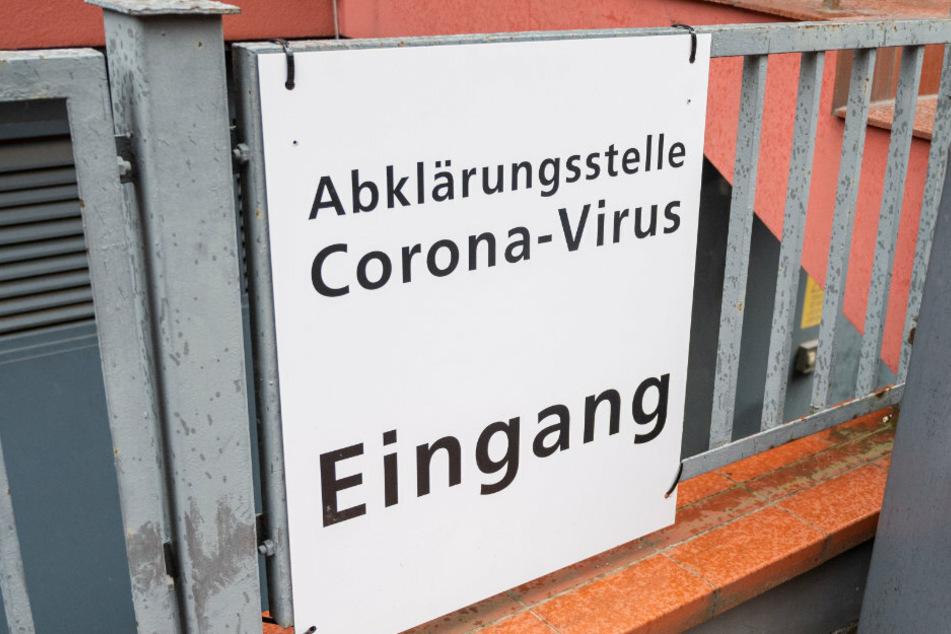 Das Coronavirus beschäftigt jetzt auch den Berliner Amateurfußball. (Symbolbild)