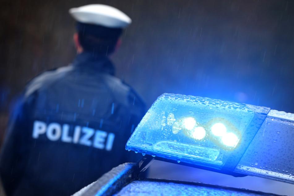 Polizei findet nach Streit leblosen Mann (†28) vor, Tatverdächtiger stellt sich