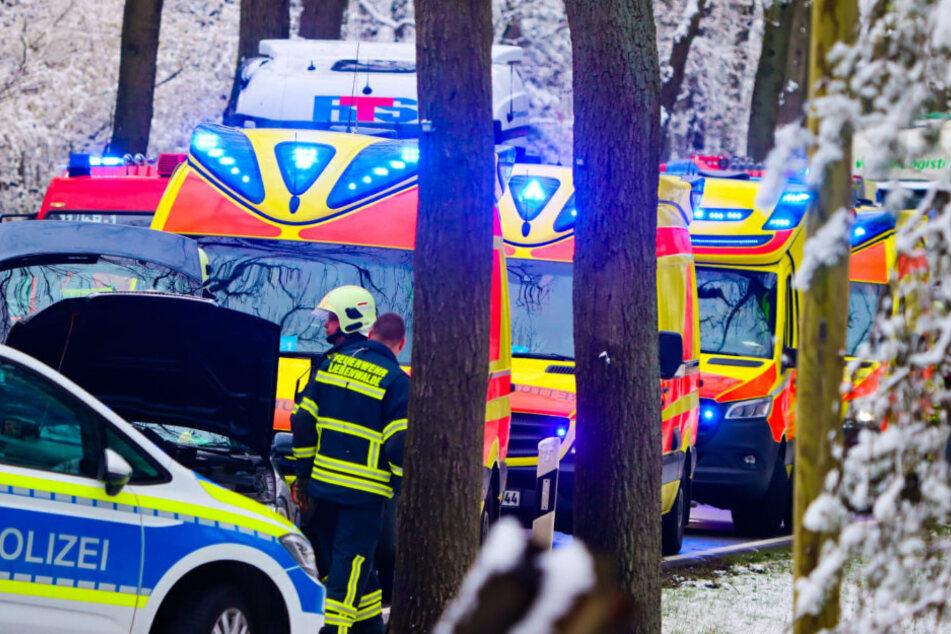 Einsatzkräfte von Polizei und Feuerwehr sind vor Ort.
