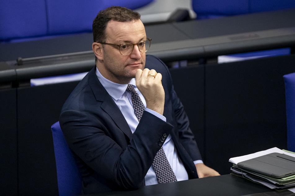 Ein Gegner der Corona-Maßnahmen soll Bundesgesundheitsminister Jens Spahn (40, CDU) beleidigt haben. Gegen ihn wurde nun ein Strafbefehl beantragt.