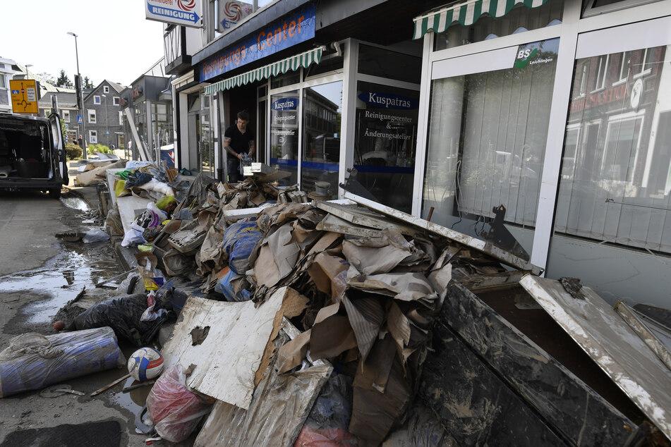 Wie in Leichlingen sieht es vielerorts in NRW aus, wo das Hochwasser für Schäden gesorgt hat. Plünderer haben sich das zu Nutzen gemacht.