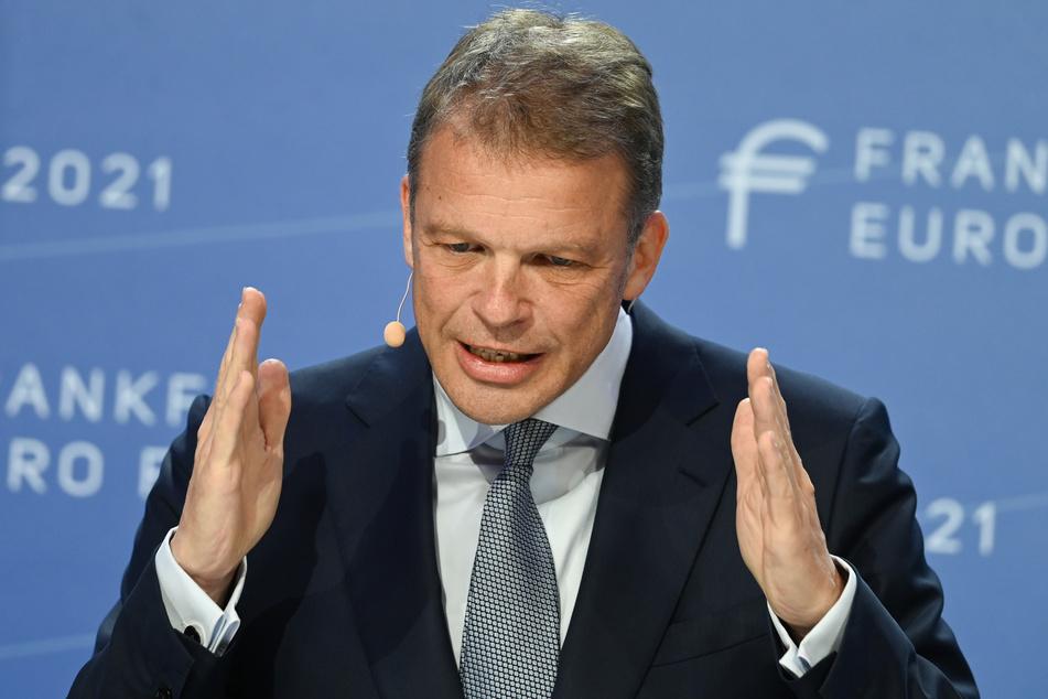 Auch dem Vorstandsvorsitzenden der Deutschen Bank, Christian Sewing (51), dürfte die 20-Seite Ausarbeitung wohl wenig gefallen haben.