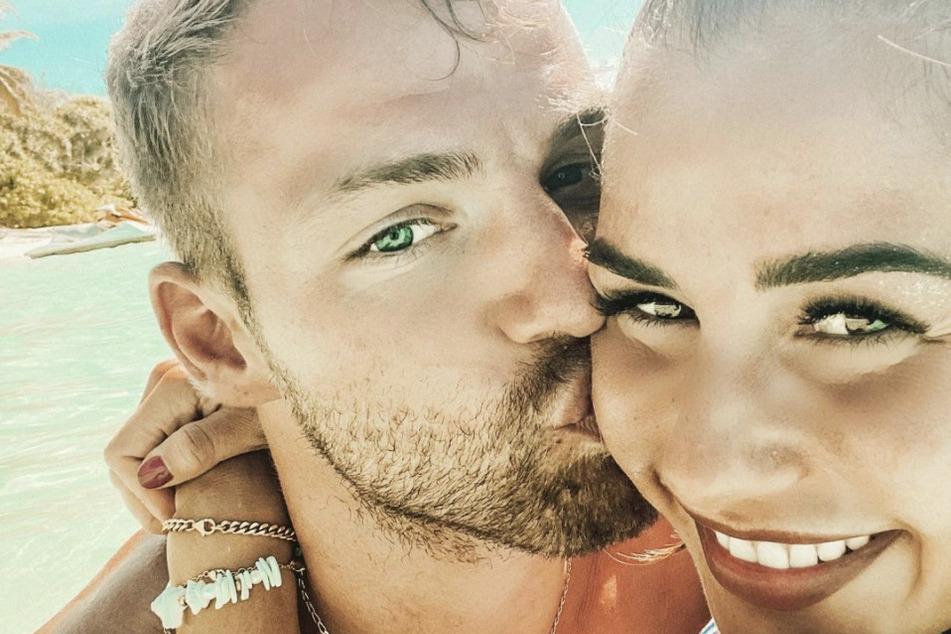 Sarah (28) und Julian Engels (28) sind seit Ende 2019 ein Paar.