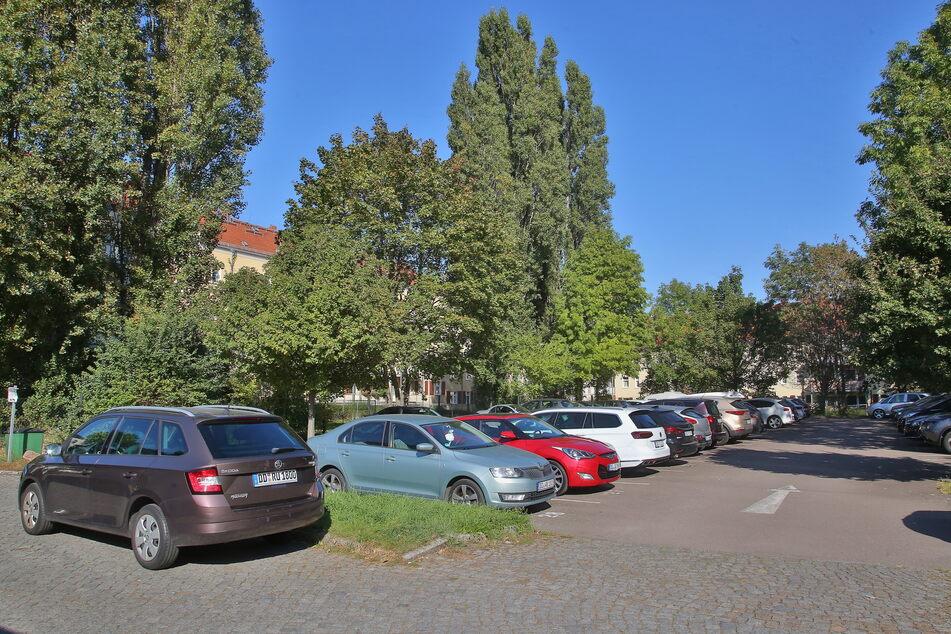 Dresden: Wohnen statt parken: Die WiD will diesen Parkplatz in Sozialwohnungen verwandeln