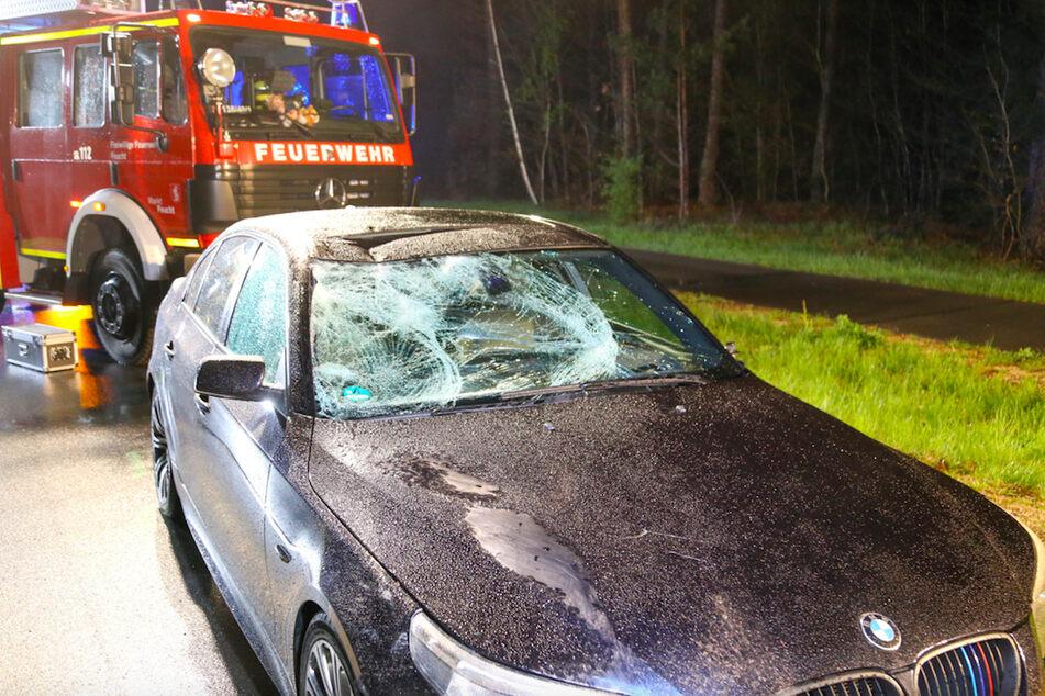 BMW erfasst E-Bike: Radfahrer bei Unfall lebensbedrohlich verletzt