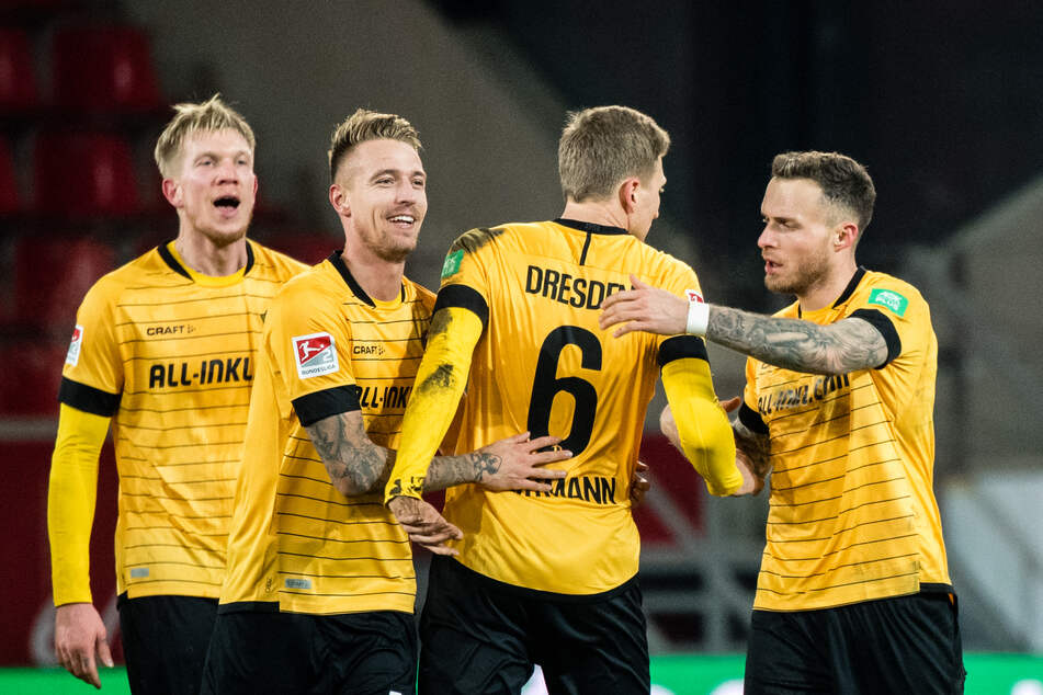Marco Hartmann (2. von rechts) kritisiert offen den DFL.