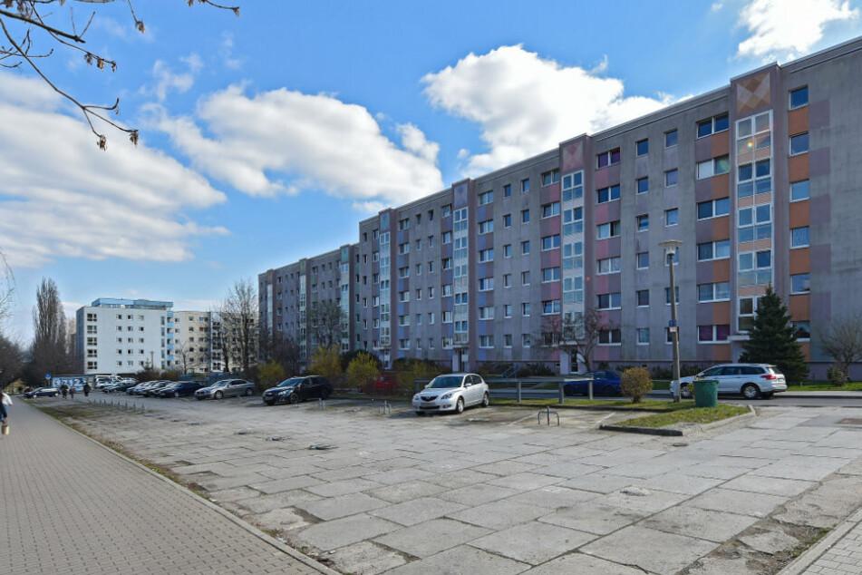 Ein Wohngebäude am Wölfnitzer Ring in Dresden-Gorbitz. In diesem Stadtteil kam es am Freitagabend zur Erpressung einer 77-Jährigen.