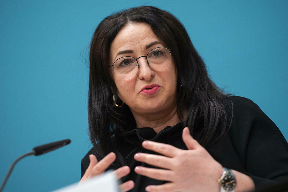 Berlins Gesundheitssenatorin Dilek Kalayci (54, SPD) sieht sich durch die Empfehlung von Corona-Impfungen für alle Kinder ab zwölf Jahren durch die Stiko bestätigt.