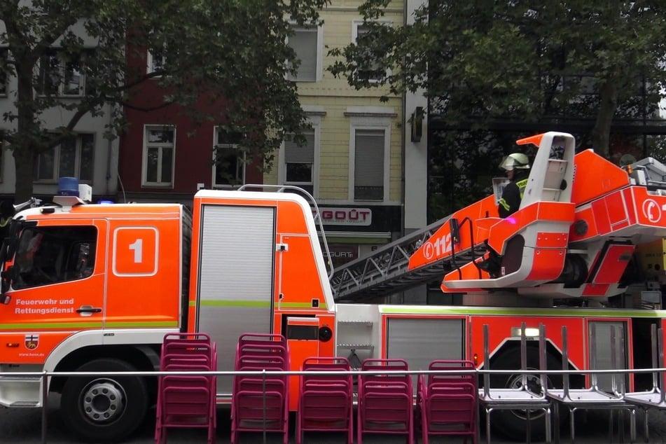 Ein Feuerwehrauto am Einsatzort in Bonn.