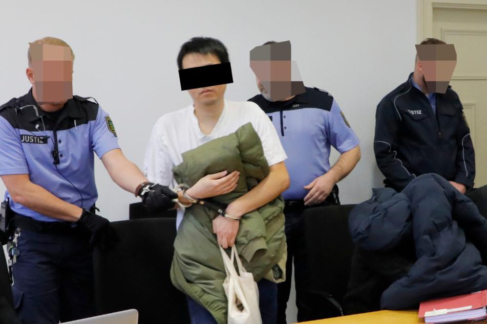 Qiyuan H. (33, l.) und Ying X. (32, unter der Jacke) müssen für mehrere Jahre in den Knast.