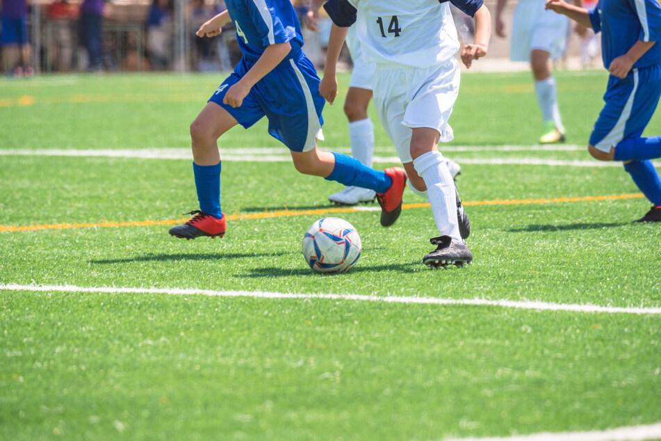 13 Sekunden: Fußballer wird kurz nach Anpfiff ausgewechselt!