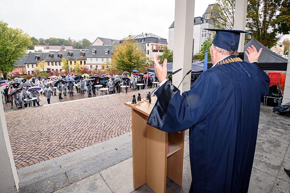Rektor Ludwig Hilmer hielt beim feierlichen Auftakt ins Wintersemester eine Rede.