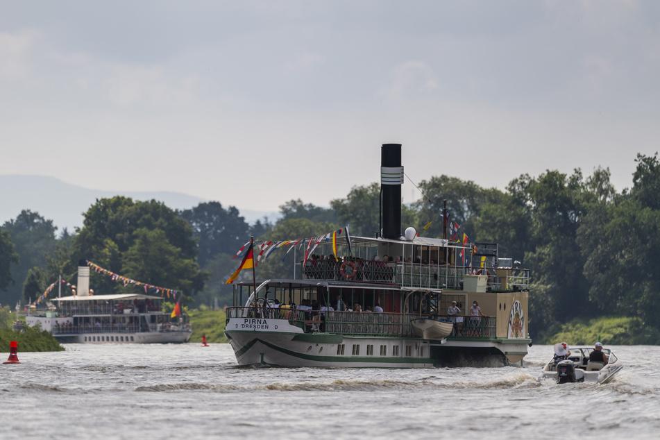 Sieben historische Dampfer waren bei der Parade dabei.
