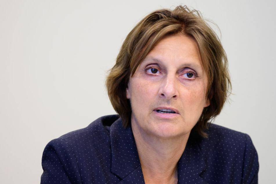 Brandenburgs Bildungsministerin Britta Ernst (59, SPD) kündigte am Donnerstag an, dass die Grundschulen in Brandenburg wegen der Corona-Pandemie nicht nach den Winterferien im Wechselmodell wieder öffnen können.