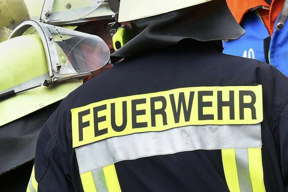 Brand in Wohnhaus in Halle: Mann bei Einsatz angefahren