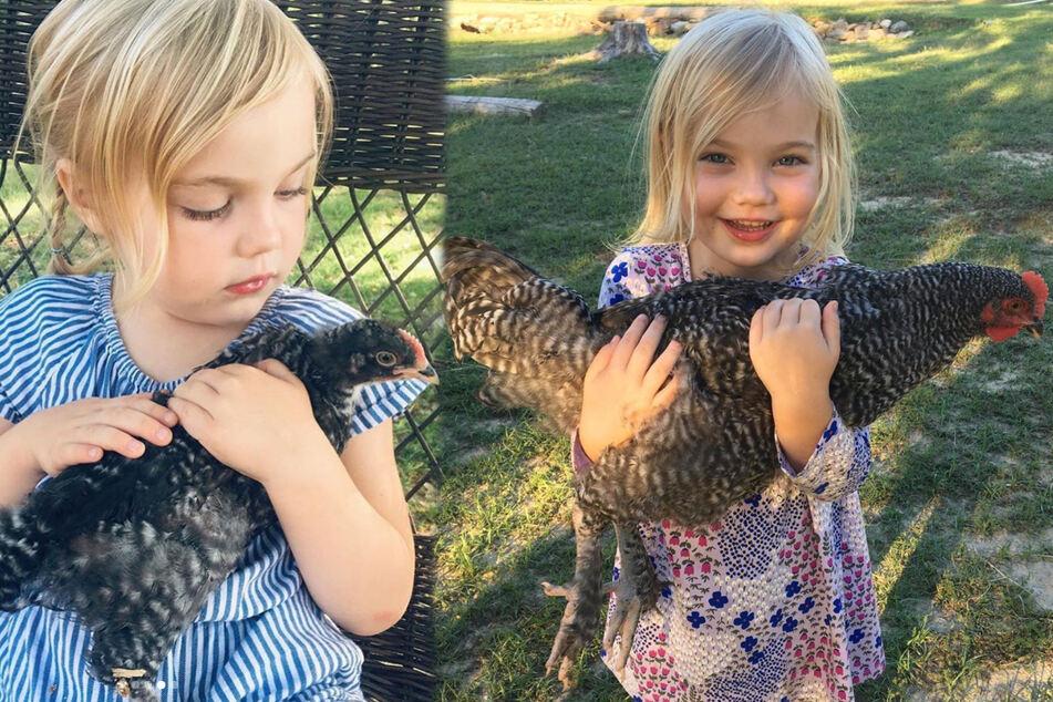 Ungewöhnliche beste Freunde: Huhn und kleines Mädchen sind unzertrennlich