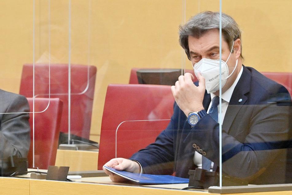 Als bundesweit erstes Parlament gedenkt der Bayerische Landtag der inzwischen fast 13.000 Todesopfer der Corona-Pandemie im Freistaat.