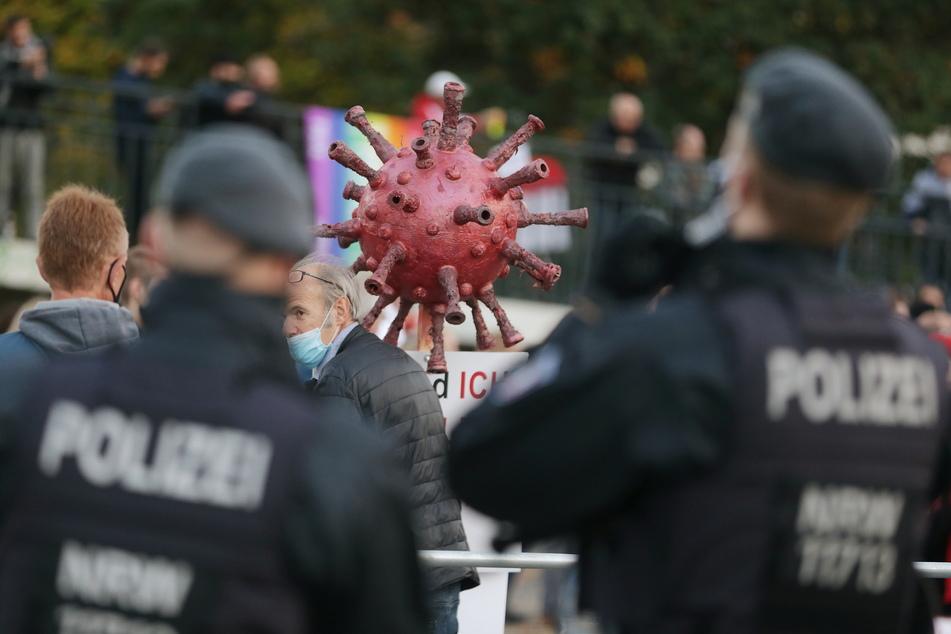 """Demo von """"Corona-Rebellen"""" in Düsseldorf: Doch mehr Teilnehmer als zunächst bekannt"""
