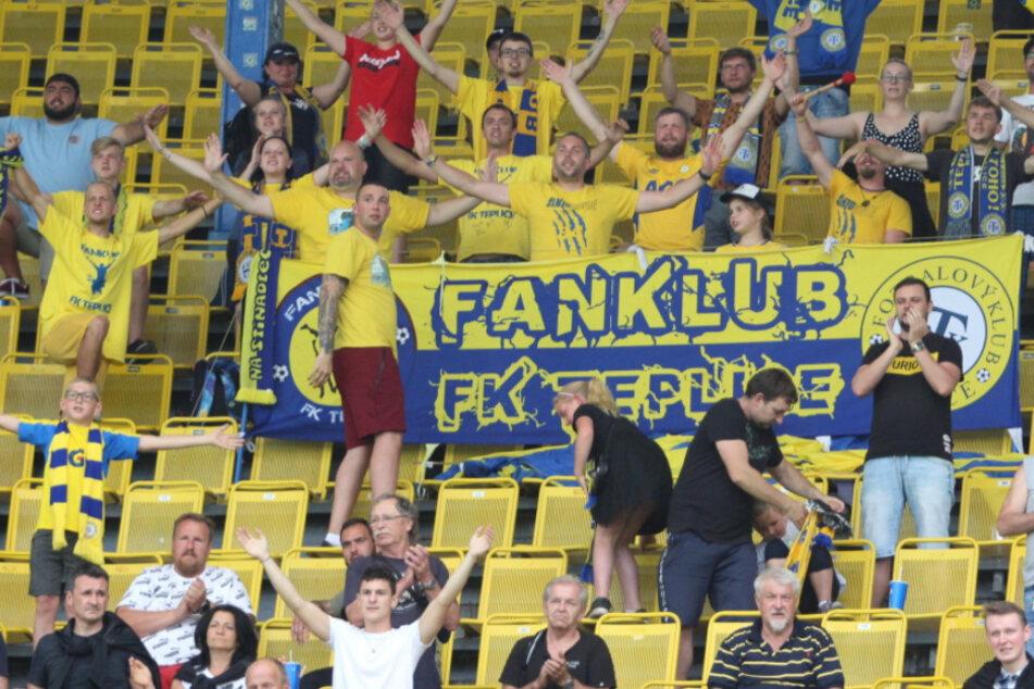 Sachsens Fußballfans stürmen Stadien in Tschechien