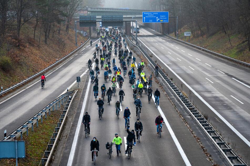 Am Samstag wollen in Hamm Gegner des Autobahn-Lückenschlusses zwischen Werl und Hamm durch die Stadt radeln. (Symbolbild)