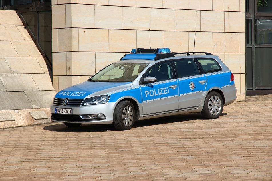 Die Polizei veranlasste eine weiträumige Suchmaßnahme, nachdem auf dem Kirchplatz in Münster-Angelmodde eine menschliche Plazenta entdeckt wurde. (Symbolbild)
