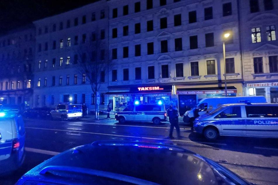 Polizeieinsatz auf Leipziger Eisenbahnstraße: Verletzte Person nach gewalttätiger Auseinandersetzung
