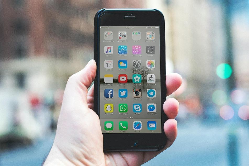 Telefonieren bei Gewitter ist mit schnurlosen Telefonen und Smartphones unbedenklich.