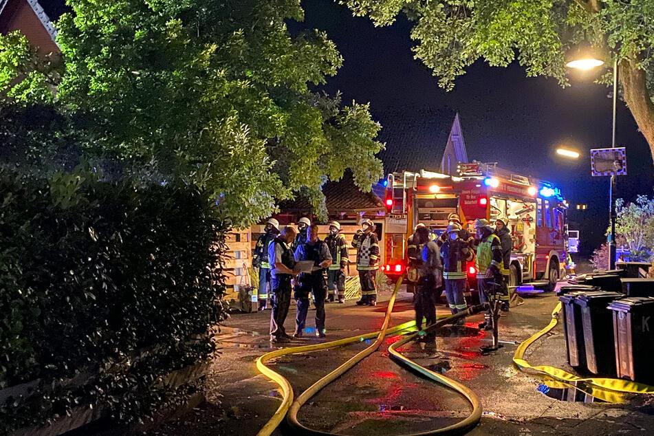 Die Feuerwehr war mit 54 Kameraden im Einsatz, einer wurde verletzt.