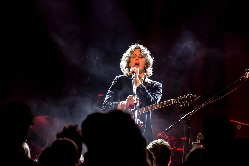 Der italienische Musiker Fil Bo Riva (28) darf am 28. Mai im Leipziger Felsenkeller als erster Musiker im Jahr 2021 in Deutschland ein Indoor-Konzert spielen.