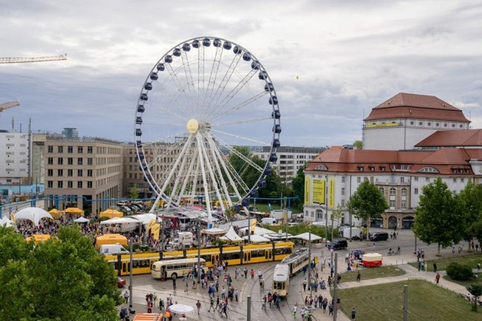 """Das 55 Meter große """"Wheel of Vision"""" dreht sich bis 3. Oktober am Postplatz"""